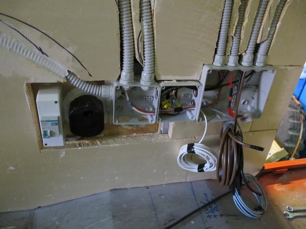Impianto elettrico stepsover - Impianti elettrici a vista per interni ...