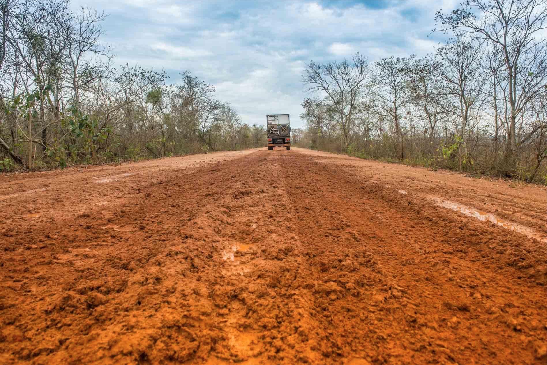 fango-pantanal-road-mud.jpg