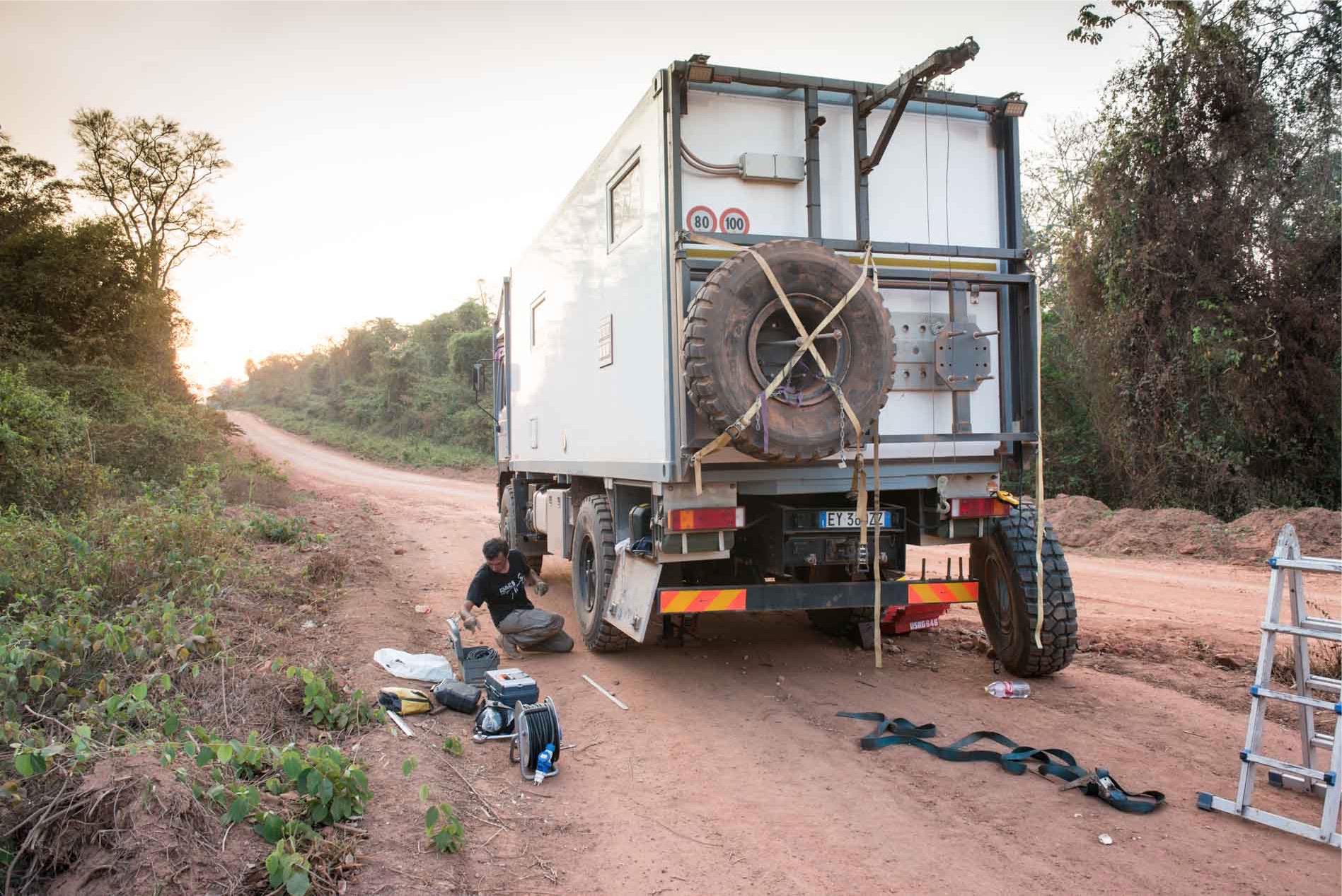 viaggio foratura gomma camion
